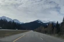 #自驾旅拍#自驾途中,开起来真的不会觉得累,因为风景太好了,每一个转角每一个方向,都有不一样的景色!