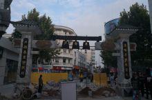 武汉是座著名的旅游省会城市,自然不会让不远千里而来的游客失望。当然美食也是不能缺位。来的第一天晚上我