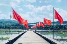 穿着红军服感受了一把红军之路 里面有古田会址 还有很大的毛泽东石像 走累了 可以喝一杯红军喝过的茶水