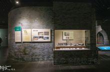 """扬州中国雕版印刷博物馆、扬州博物馆(简称""""扬州双博馆"""")位于扬州新城西区,风光迷人的明月湖西侧,与扬"""