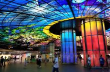 美丽岛捷运站被称为世界最美地铁站,看图片觉得还不错,逛六合夜市时顺便去看一下。去到真的觉得有点小震撼