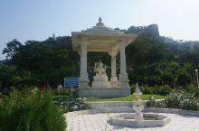 """比拉神庙全称为""""比拉·拉克希米·纳拉扬庙"""",它是 印度 苐二大财团比拉家族的私家庙宇,其创始人冈萨亚"""