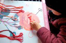 生动细腻的撒拉族刺绣艺术,是民族文化百花园中的一枝奇葩,循化撒拉族自治县刺绣,以针法细密、图案细腻生