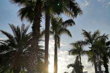 河源御临门温泉度假村,仿佛来到了巴厘岛。 是周末亲子游玩,泡温泉的好地方  御临门温泉度假村位于广东
