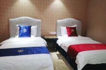 跟朋友来到富蕴县游玩,入住这家酒店挺好的,购物,吃饭,停车都方便,晚上去夜市也近,跟来富蕴县旅游,出