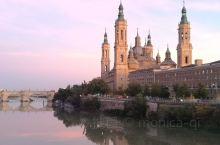 西班牙萨拉戈萨市中心的拉皮儿圣母大教堂,庄严肃穆,广场上设置有大型喷泉,游人如织