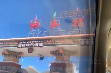 神山圣湖在藏地牧民心目中,不仅仅是他们的生息之地,更是他们情感和精神的寄托所在。在藏地,几乎每一座神
