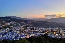 舍夫沙万~迷蓝之城,舍夫沙万是位于北非国家摩洛哥西北部的一座城市,也被叫做蓝色小镇,位于里夫山宽阔的