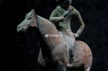 【唐陶彩绘胡人骑马俑】高32、宽10、长24厘米,1960年陕西省乾县唐永泰公主墓出土,现藏于@乾陵