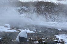 冬天的长白山风很大,气候也是极寒。乘车前往景区,长白山,长相守,到白头,浪漫的地方,今天我们就来到这