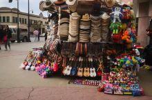 墨西哥城不仅是墨西哥的首都,也是墨西哥最大的城市。大约有20%的墨西哥人口居住在墨西哥城,因此这座城