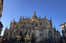 塞哥维亚大教堂是西班牙修建的最后一个哥特式大教堂,教堂规模在西班牙排名第三。西班牙历史上最伟大的女王