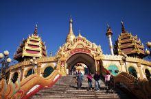 勐焕大金塔是中国第一金佛塔,亚洲第一空心佛塔。