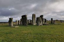 英国史前没有值得夸耀的地方,巨石阵不得不列为重中之重了。这几块石头之前来观光是不用钱的,现在人多了,