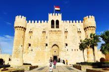 亚历山大卡特巴城堡。其前身为世界七大奇迹之一的亚历山大灯塔。 公元前280年一个月黑风高的夜晚,一艘