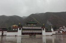 拉卜楞寺位于甘南的夏河县城,这里游客比较少,很喜欢这种感觉。         出行前先了解了一下拉卜