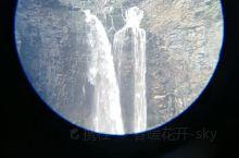 长白瀑布位于天池北侧,乘槎河尽头,乘槎河流到1250米处便形成落差为68米的瀑布,因系长白山名胜佳景