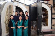 大风江古灶坐落于北部湾海域大风江畔的新塘村,三姐妹共建,以古法烧制,传播坭兴陶文化。年初开窑与你一起