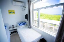 觉华岛南海浴场农家院宾馆,叫依海假日,在屋里就能看见大海!