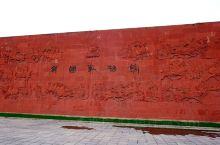 """虢国博物馆建在虢国墓葬遗址上。""""虢国墓地是一处规模宏大、等级齐全、排列有序、保存完好的两周时期大型邦"""
