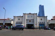 越南大小城市都有特色的市集,胡志明市中心的位置这个特色的市集就是滨城市场,也翻译成边青市场,市场各个