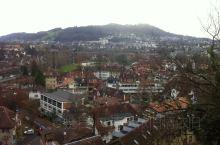 伯尔尼,瑞士的首都,也是一个文化旅游城市,不到14万人口的确是个小城,它却拥有欧洲最大的旅游中世纪特