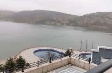 五莲山中湖边一景