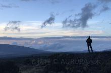 登山过程,其实觉得只来一次,所以还是在山顶留一张难忘的照片吧!