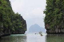 这是我见过比较漂亮的地方之一了,跳岛游是亮点,纯净的海水让人陶醉,这个地方游人并不多,很适合度假。就