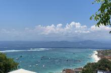 蓝梦岛是去巴厘岛常去的一个海岛,可以有水上娱乐活动和著名的网红景点恶魔的眼泪
