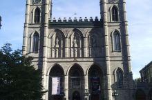 圣母大教堂 蒙特利尔圣母大教堂是北美最大的教堂,也说是最精美的教堂,位于蒙特利尔市旧城区中心,在达尔
