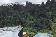 巴厘岛大高颜值露天游泳池,夏天就靠它们续命  夏天,除了空调房,最乐意待着的地方就是泳池啦~尤其是颜
