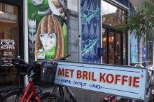 鹿特丹的咖啡馆整体都不算很吸引我,但尝试了几个之后Man met bril 咖啡出品很不错的一家,以