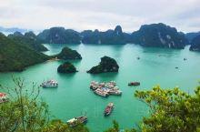 越南~下龙湾 越南下龙湾有些海上桂林得称号。以风景优美著称,被评选为新七大自然奇观。最美天堂岛,俯瞰