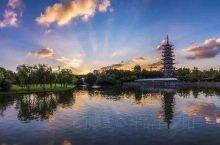 松江区主要河流有流贯南境的黄浦江,以及淀浦河、泗泾塘等。工业以机械、轻纺、冶金、化工、电子、食品等行