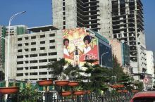 非洲高原市区内一角的广告