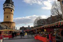 法兰克福休闲逛一逛,无意中来到一个集市。天气晴朗,好天气,重点是空气好。会展中心附近的FSKYLII