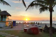 day3  岘港海边日出  清晨被新来的一批大嗓门的sc游客吵醒,5:13,索性起来看日出吧,一看天