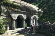 普门寺是江华岛,乃至仁川地区最大的寺院,是广大信众虔诚祈祷的去处,普门寺依山而建,从山下上去,估计有