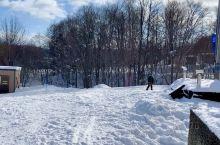 第六天富良野滑雪自由活动。第一次来滑雪场,感觉不错,有学校教滑雪,小孩子的乐园,爱好滑雪者的天堂,两