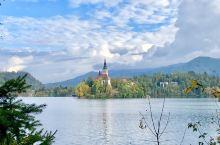 布莱德湖的下午之二: 由于湖的面积不大,是可以很轻松的环湖漫步一周。看着湖光山色,教堂城堡,彩色缤纷