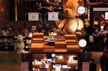 最文艺书店打卡———苏州诚品书店  诚品书店最为文艺青年最爱的角落,默默地将艺术的美丽传播。  苏州