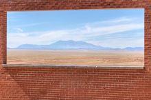 巴杰林陨石坑,是现在地球上可以参观的为数不多的陨石坑之一。几万年前的陨石砸向地球,幸运的是砸在了这个