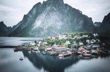 大隐隐于世外桃源,位于挪威北部的罗弗敦群岛,整个群岛都处在北极圈以内,气候严寒风景如画,人烟稀少,有