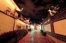 在丽江,如果你不想走太远,不想去玉龙雪山,不想去束河,那就去看看古城的夜景吧。没有说去丽江非得几个人
