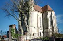 千年修道院的神秘 勒阿弗尔的格拉维尔修道院已经屹立在这里近千年的历史。它的历史非常的曲折,经历过北欧