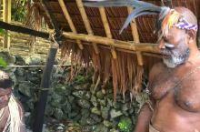想看瓦努阿图男人穿着的,录个小视频给你们,