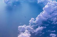 飞往亚庇,空中火烧云&耶稣光&问号云 又一次飞跃山和海的彼端,来到马来西亚的亚庇,驶离中国海岸的时候