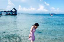 毕业旅行 三亚看海 旅行必备:防晒喷雾和遮阳伞(三亚当地卖的贵两倍),游泳圈,太阳镜,手机防水袋,防