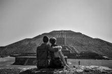 从圣地亚哥到墨西哥城,又是8个小时的飞机,早上到了墨西哥城,团队安排了半天的游览~特奥蒂瓦坎城遗址,